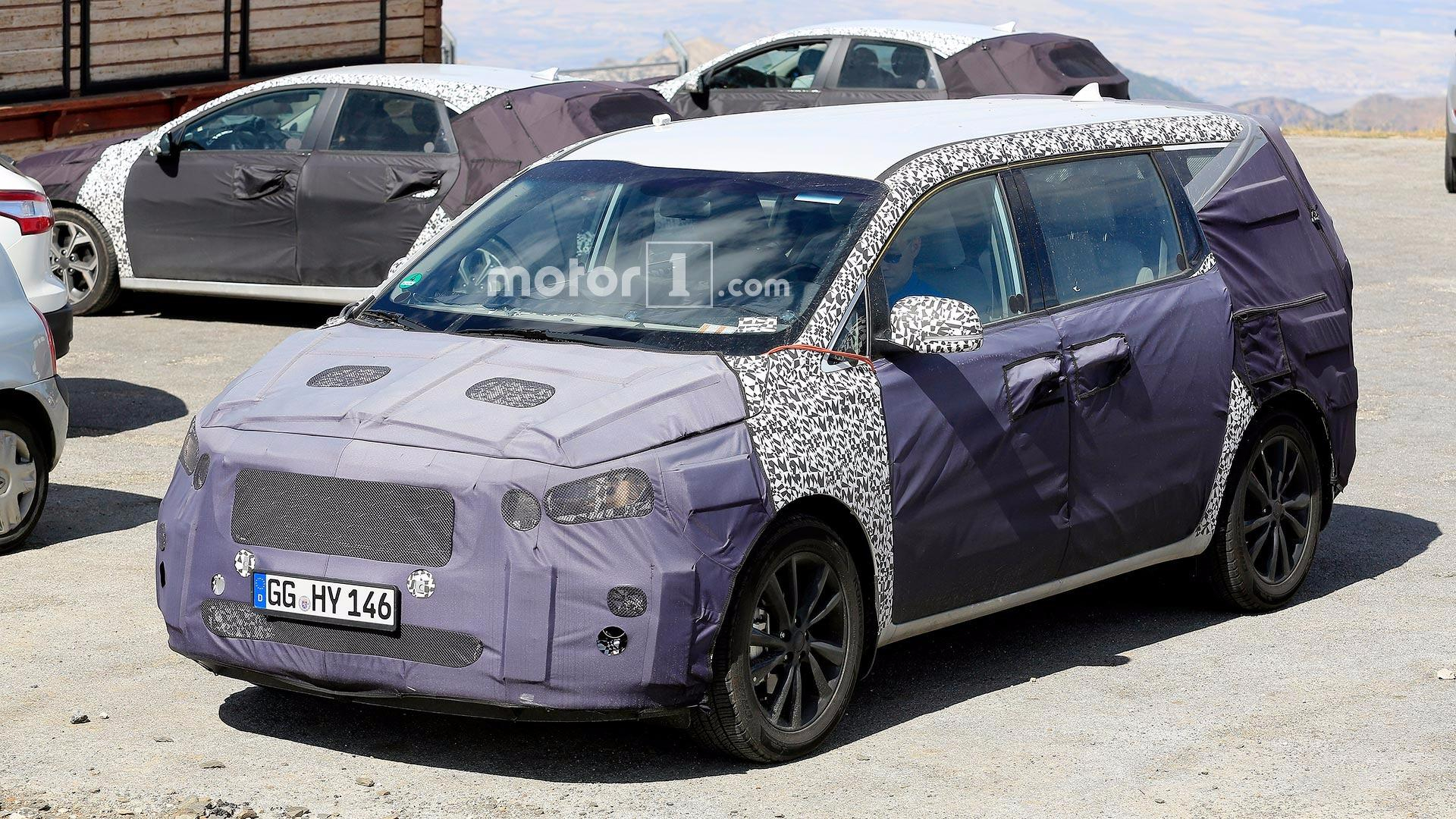 Refreshed Kia Sedona Spied Trying To Keep Hidden Under Heavy - 2022 Kia Sedona Ratings Performance, Transmission Options