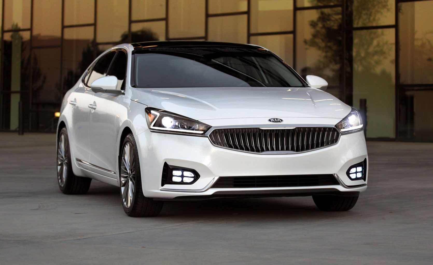 Road Test: 2017 Kia Cadenza | Clean Fleet Report - Kia Cadenza 2022 Safety Rating Crash Test, Gas Mileage